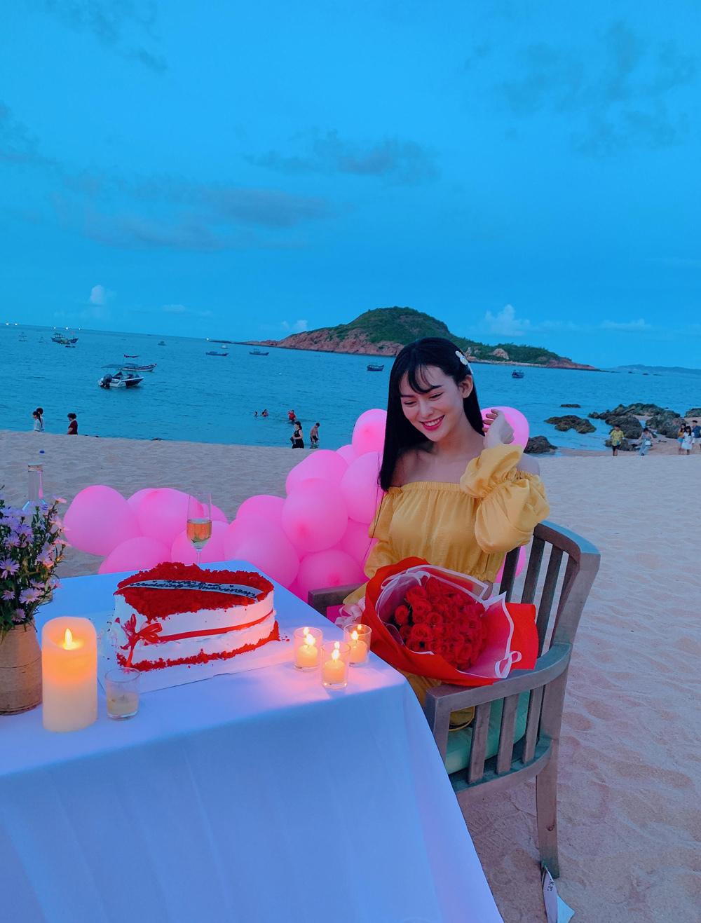 Quà kỉ niệm ngày cưới của đại gia mía đườngkhiến hoa hậu bất ngờ
