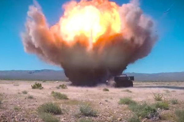 Sức mạnh đáng sợ của bom dẫn đường Mỹ vừa thử