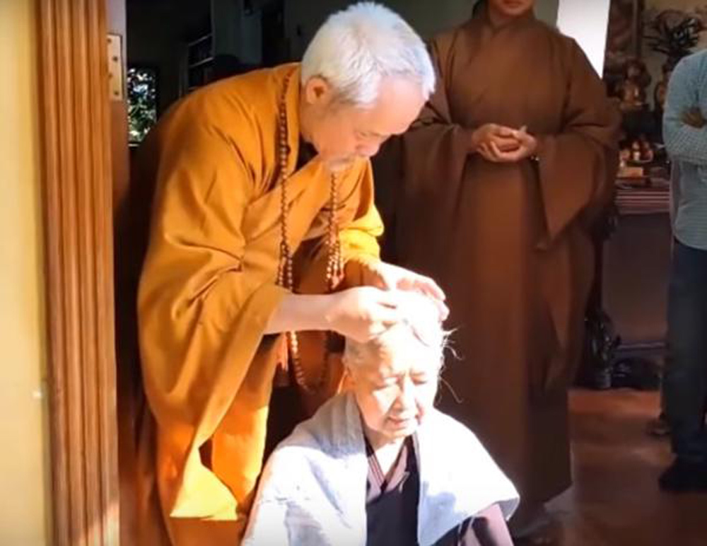 Chuyện đời thăng trầm của chuyên gia ẩm thực Cẩm Vân vừa xuống tóc đi tu