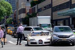 Siêu xe 44 tỷ Bugatti Veyron va chạm Honda CR-V