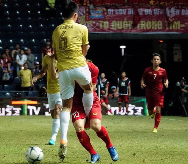 Thái Lan chơi xấu xí, tuyển Việt Nam đừng vội chê cười