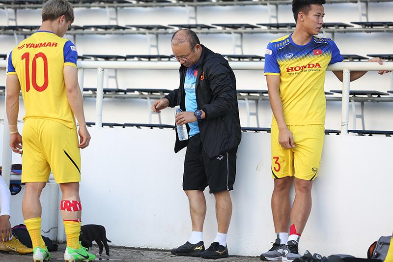 Thầy Park gặp riêng 5 cầu thủ, chuẩn bị đấu Curacao