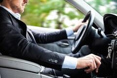 Những nguyên tắc vàng lái ô tô để không trở thành 'xe điên'