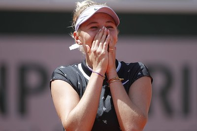 Tay vợt 17 tuổi gây địa chấn khi hạ ĐKVĐ, vào bán kết Roland Garros