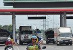Hàng loạt ô tô vượt trạm tại làn thu phí tự động, đâm barie trốn phí