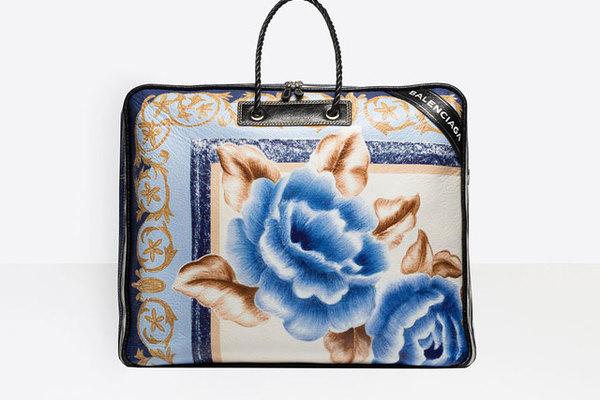 Túi hàng hiệu nhìn như túi đựng chăn bông, giá 50 triệu vẫn 'cháy hàng'