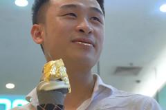 Kem ốc quế bọc vàng 24K gây tò mò tại Hà Nội