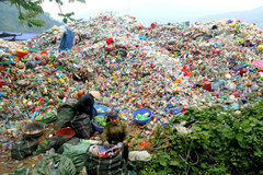 New plastic waste policies urgently needed, experts say