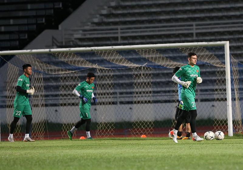 Tuyển Việt Nam rèn bài tủ đấu Curacao ở chung kết King's Cup