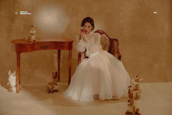 'Nàng cỏ' Goo Hye Sun bị nghi đang mang thai vì tăng cân, che bụng