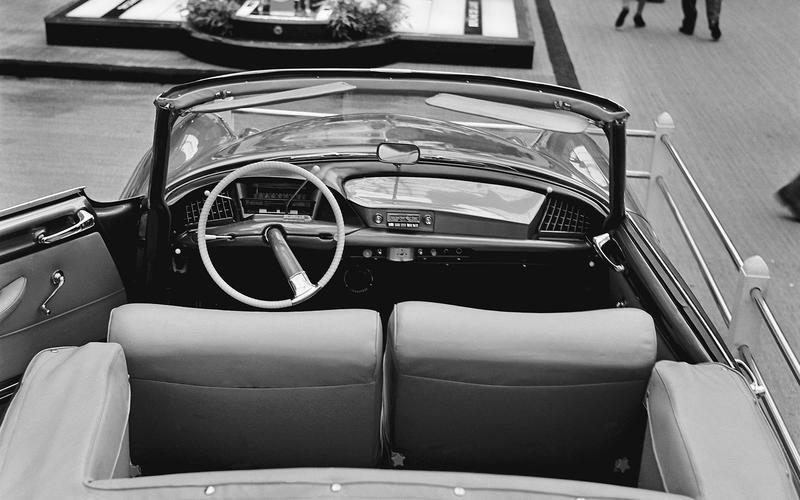 9 mẫu xe hơi có thiết kế nội thất kỳ quặc nhất thế giới