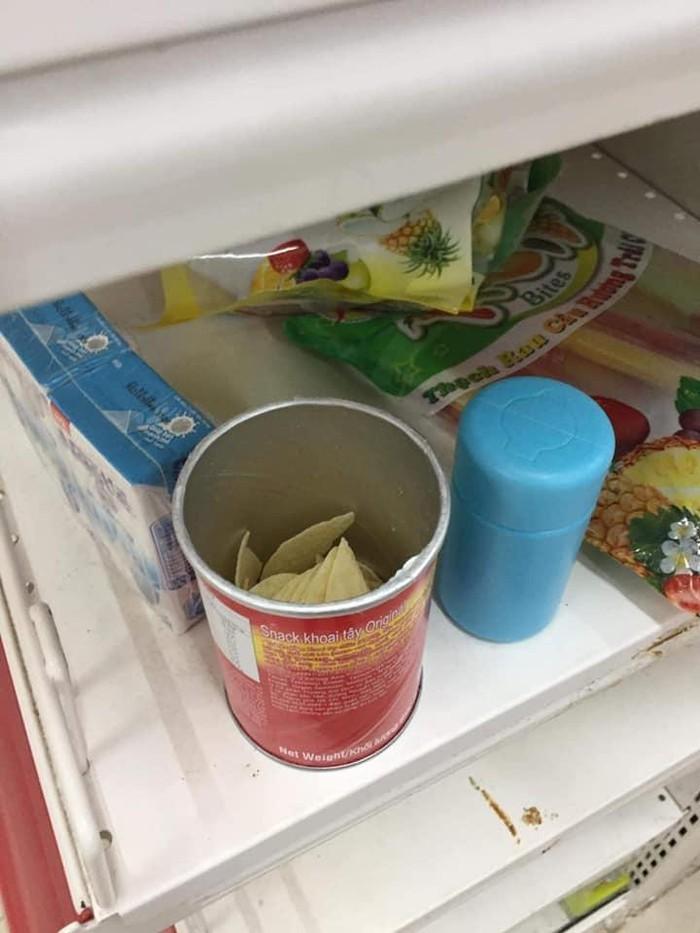Vào siêu thị, xé tan chùm vải ăn luôn ngay trước biển 'không ăn thử'