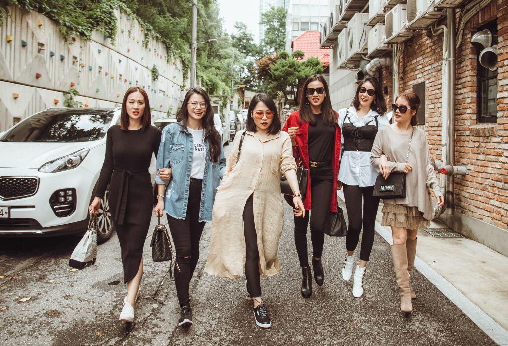 Hoa hậu Hà Kiều Anh trẻ trung như gái đôi mươi bên Dương Mỹ Linh