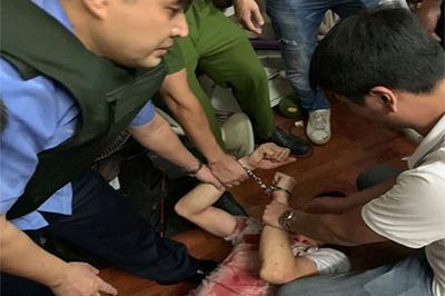 Công an kể phút giải cứu nữ chủ tiệm cầm đồ bị đâm, bắt làm con tin ở Hà Nội