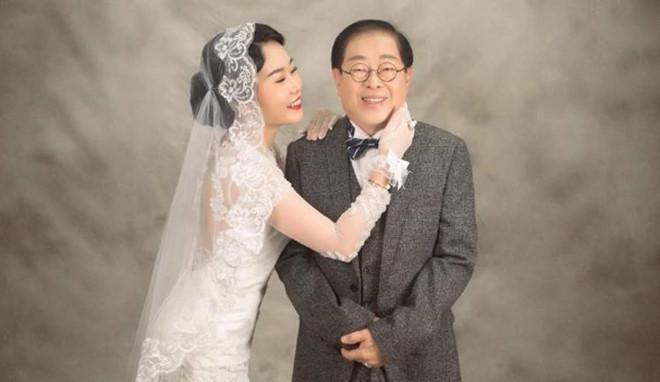 Nữ ca sĩ 9X Malaysia nghẹn ngào trong ngày cưới đại gia 71 tuổi
