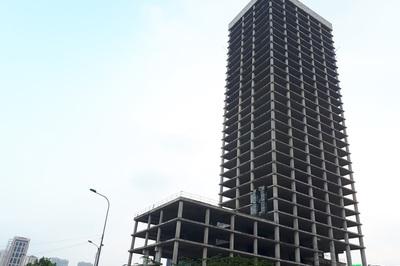 Chín năm hoang tàn, ông lớn nhà nước rao bán tháp 1.400 tỷ