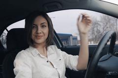 Nữ tài xế bị nhận vé phạt vì quá đẹp