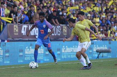 Thua tiếp Ấn Độ, Thái Lan bạc nhược ở King's Cup