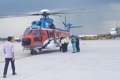 Trực thăng bay xuyên đêm đến Trường Sa cứu 2 ngư dân gặp nạn