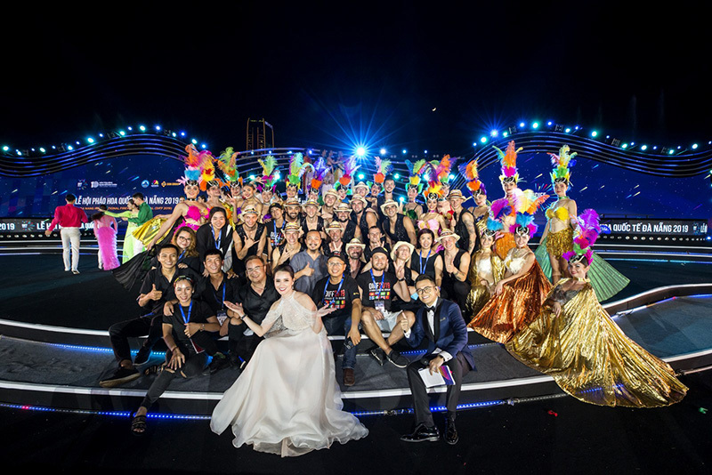 MC Huyền Châu rạng rỡ sánh đôi Đức Bảo tại sự kiện ở Đà Nẵng