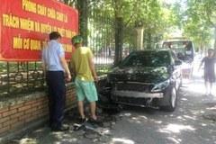 Nữ tài xế lái Mercedes đâm gãy chân bà đi xe đạp trên phố Hà Nội