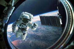 Chi 50 triệu USD để ngủ một đêm trên trạm vũ trụ quốc tế
