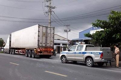 Thượng uý CSGT bị xe container cán tử vong trên đường làm nhiệm vụ