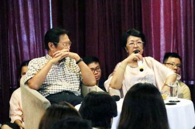 Cha mẹ nuông chiều, trẻ Việt 'chẳng dại' tự đứng trên đôi chân của mình