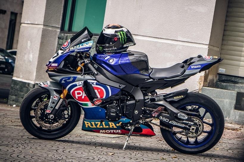 Yamaha R1 độ phong cách xe đua tại Sài Gòn