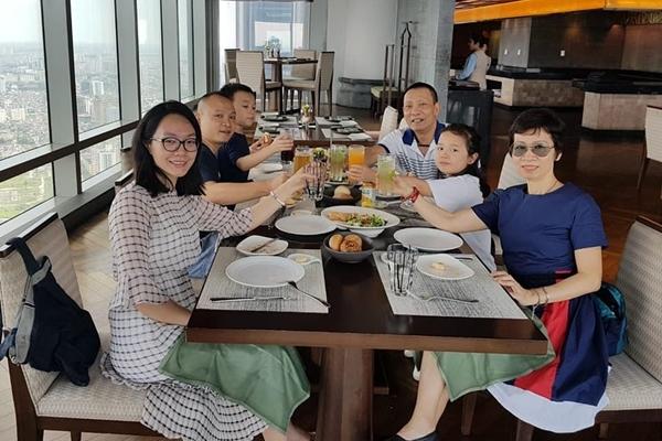 Lại Văn Sâm khoe ảnh hạnh phúc bên gia đình trong sinh nhật tuổi 62