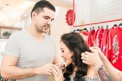 Phương Mai được chồng chăm sóc khi tất bật chuẩn bị đám cưới