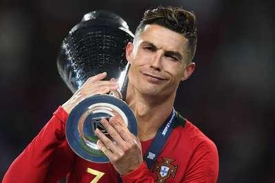 Ronaldo lập kỷ lục vô tiền khoáng hậu, Messi phát thèm