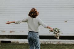 Phụ nữ không kết hôn và không có con là những người hạnh phúc nhất
