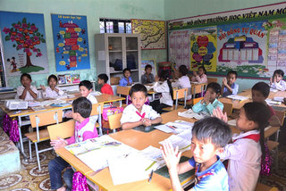 Teachers, students overcome difficulties to go to school