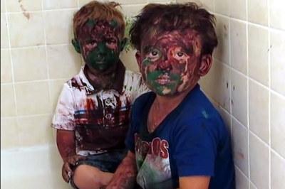 Video: Hậu quả để con ở nhà một mình khiến dân mạng không nhịn được cười