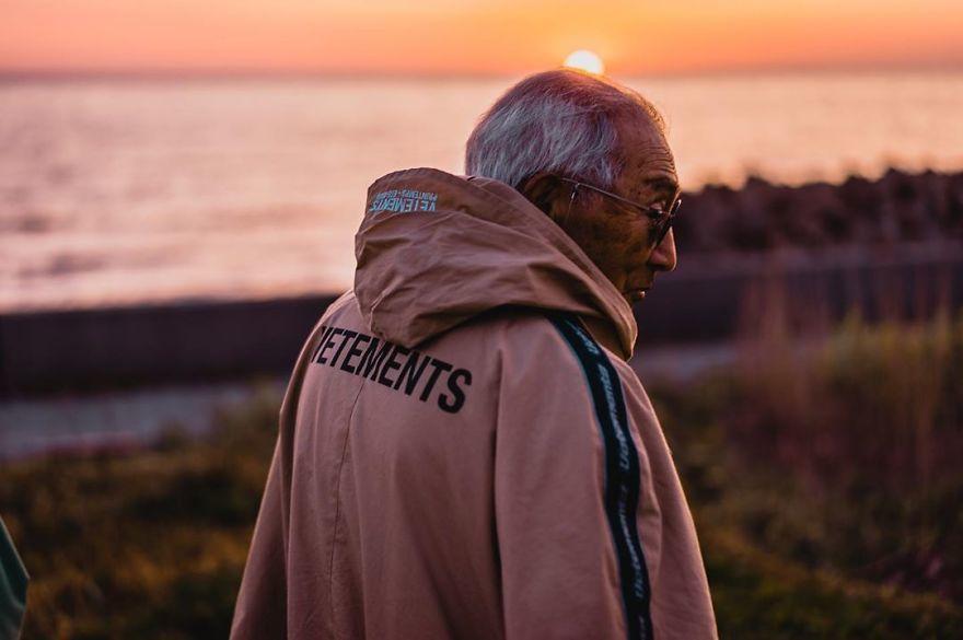 Thầy giáo Nhật Bản 84 tuổi thành ngôi sao mạng xã hội