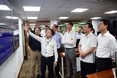 Phó thủ tướng Vương Đình Huệ thăm Trung tâm báo chí TP.HCM