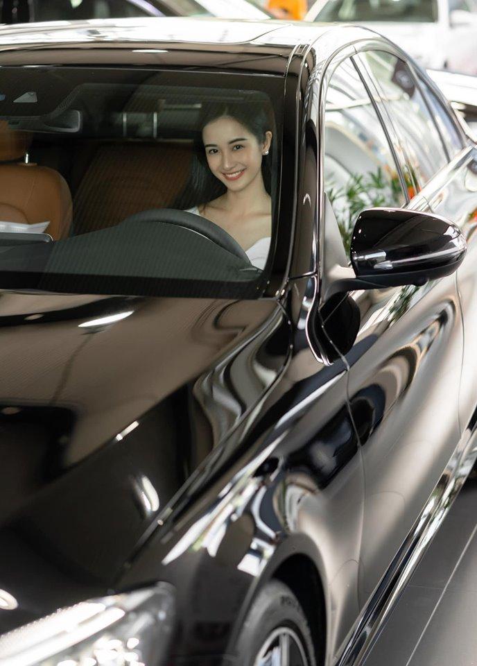 Jun Vũ mừng tuổi mới với xe sang gần 2 tỷ đồng