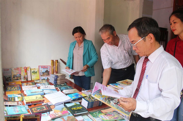 The library built from a farmer's warm heart
