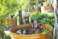 Lần đầu Nha Trang có tắm bùn khoáng trên đảo