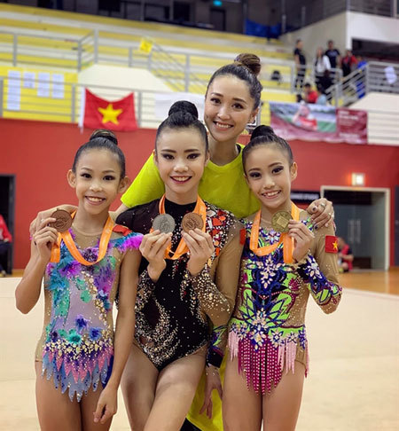 Rhythmic gymnasts win titles at Singapore Open