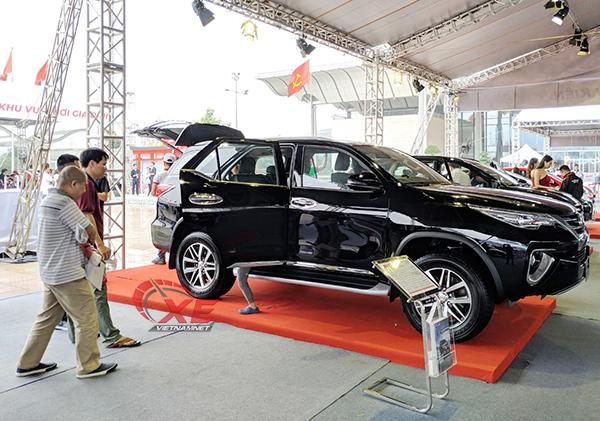 Thị trường ô tô Việt tăng trưởng trở lại nhờ bão giảm giá