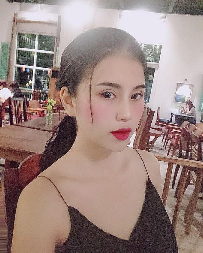 Cô gái chụp ảnh khỏa thân ở hồ sen từng đóng phim cùng Trâm Anh