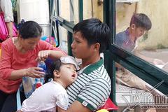 Nắng nóng ngạt thở, người dân lóc cóc dậy từ 3h sáng đi khám bệnh