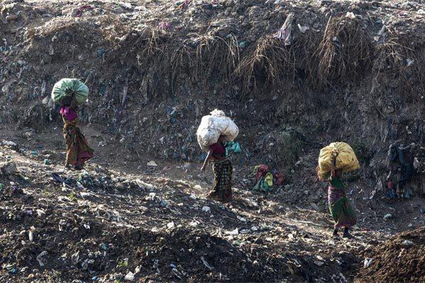 Ấn Độ,bãi rác,núi rác,đỉnh Everest