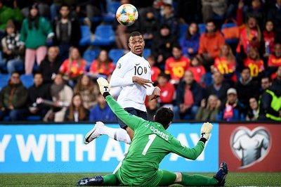 """Mbappe giúp Pháp thắng rửa mặt, Đức 8 lần """"xé lưới"""" Estonia"""