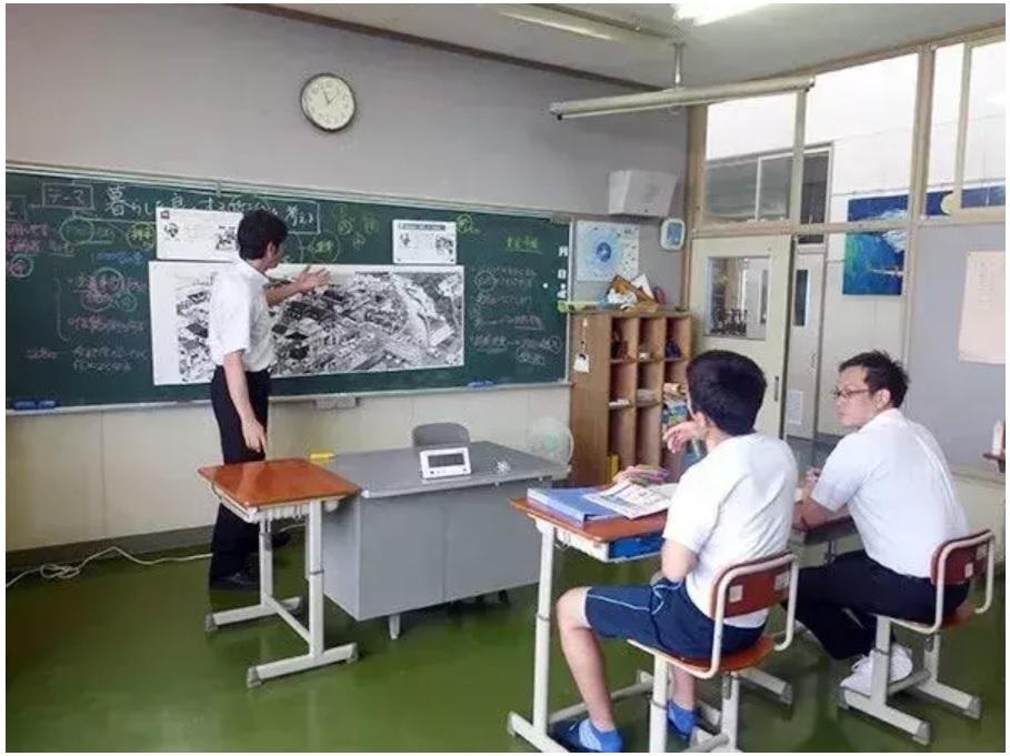 Toàn bộ giáo viên dồn sức dạy học sinh duy nhất của trường