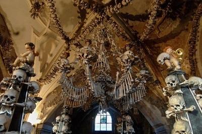 Nhà thờ 'ác mộng' được xây dựng từ 40.000 bộ xương người