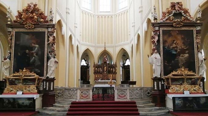 Nhà thờ,Du khách,Chuyện lạ