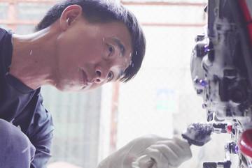 Rửa xe máy bằng cách tháo bung, lấy giá hàng triệu đồng ở Sài Gòn